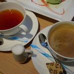 ラルブルヴェール - ホットコーヒー(400円)紅茶(ラグーナブレンド)(450円)