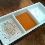 煮こみ - 塩こしょう、ポン酢?、一番右は空っぽ