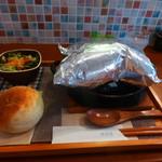 あおくまカフェ - ビーフシチューの包み焼ハンバーグ