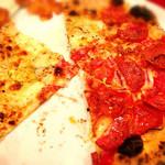 チーズカフェ 2 - ピザ(ハーフ&ハーフ)