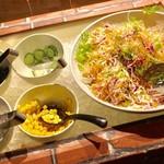 串と水炊博多松すけ - サラダが食べ放題