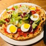 ナポリワークス - シェフの気まぐれピッツァ。シェフの気まぐれで茹で卵と野菜のピッツァになったと思うことにします(´・ω・`)