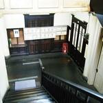 アサカフェ - 階段から下を見ると、もっとタマラン。