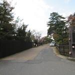 メインダイニングルーム 三笠 - 奈良ホテル入口