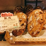 レイクベイク - 熟成パンは一番の人気商品。