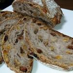 エグ・ヴィヴ - ロデヴのフルーツパン
