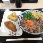丸亀製麺 - 牛すき釜玉 いなり ガーリックチキン