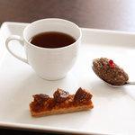 ラ・カロッツァ - 福岡産猪のリエット 黒胡椒と無花果のサブレ