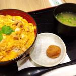 鶏三和 - 名古屋コーチン親子丼・梅干し選びました