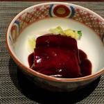 Karin - 豚バラ肉の角煮 紅米ソース
