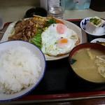 キッチン とん忠 - 料理写真:日替わりランチ 630円!! しょうが焼きと目玉焼き