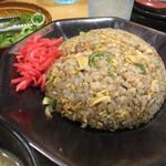 うま屋ラーメン - 料理写真:名物チャーハン550円
