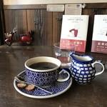 自家焙煎コーヒーcafe・すいらて - ポーリッシュポタリーの器でいただくコーヒーです(2017.11.19)
