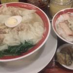 76664611 - ランチ雲吞麺(塩)+煮豚飯(普通サイズ) 896円(税込)