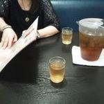 天龍 本館 - 麦茶のポットが常備されていました^^