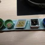飛騨牛一頭家 馬喰一代 名古屋WEST - サーモンの西京焼き、丹波の黒豆、クラゲ他前菜五種盛り