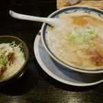 ラーメン 味鶏 - 特濃味鶏ラーメン ミニ唐揚げ丼セット  930円