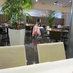 7667231 - ホテルのレストランなので客席は広く充分な客席数が確保されてるから大人数でも大丈夫ですね