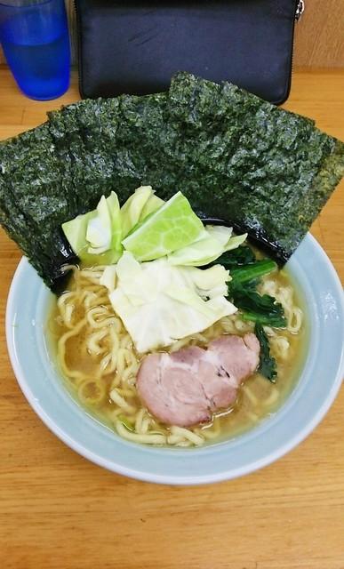 吉田家 - ラーメン750円麺硬め。海苔増し100円