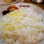 新川デリー - ご飯にチーズを載せられます