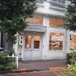 PEANUTS Cafe - 店頭です、今回向かうのはこちらの2階です
