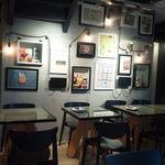 PEANUTS Cafe - 壁には絵がたくさん