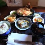 アンズカフェ - 6種類のおかずとお味噌汁、愛知県産のコシヒカリ。