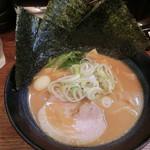 クリーミーTonkotsuラーメン 麺家神明 - とんこつ780円