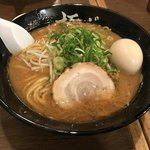 極ジョー - 豚骨醤油ラーメン 太麺 大盛無料