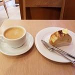 76676023 - カラメル ポワールとホットコーヒー