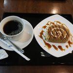 緑茶処両国茶ら良 - 黒蜜きなこのロールケーキとコーヒー