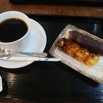 緑茶処両国茶ら良 - みたらしとあんこの欲張り串団子とコーヒー