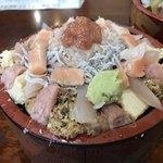 ゆたか寿司 - 日替り海鮮丼  ネタダブル  大盛り