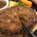 ぎゅう丸 - 真ん中を割ると肉汁が流れ出す。