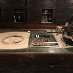 郷土料理 炉ばた 俺ん家 - ここで焼きます。