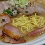 76679731 - 中細麺。