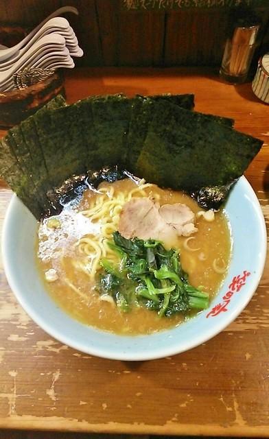 笑の家 - ラーメン780円。麺硬め。海苔増し150円。