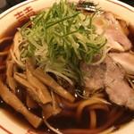 麺家たいら - ☆中華そば1.5玉(¥750)麺はうどんの様に太く、スープは富山ブラックの様に黒い。濃い醤油スープでした。後から添えた花山椒も爽やかな辛味が、合います。