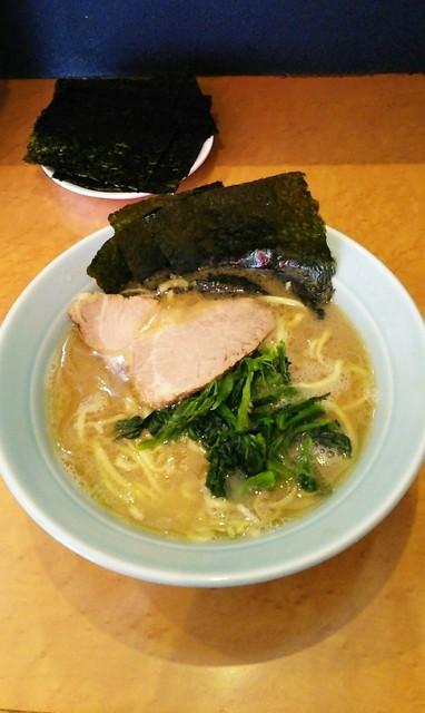 寿三家 - ラーメン650円麺硬め。