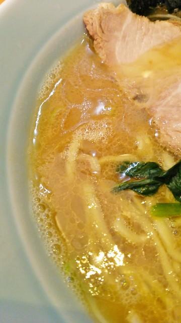 寿三家 - 鶏油多めのしっかりスープ。