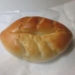 久留米のパンやさん トリコ - リーフパン150円。  中に甘さ控えめの青森の紅玉りんごのジャムが入ったこの店の人気ナンバー1のパンです。
