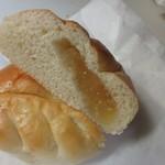 久留米のパンやさん トリコ - 中に甘さ控えめの青森の紅玉りんごのジャムが入ったこの店の人気ナンバー1のパンです。