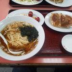 歓迎 本店 - これですコレ!、500円でラーメン1人前+餃子3個+サラダ