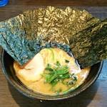 76684146 - ラーメン700円。麺硬め。海苔増し100円。