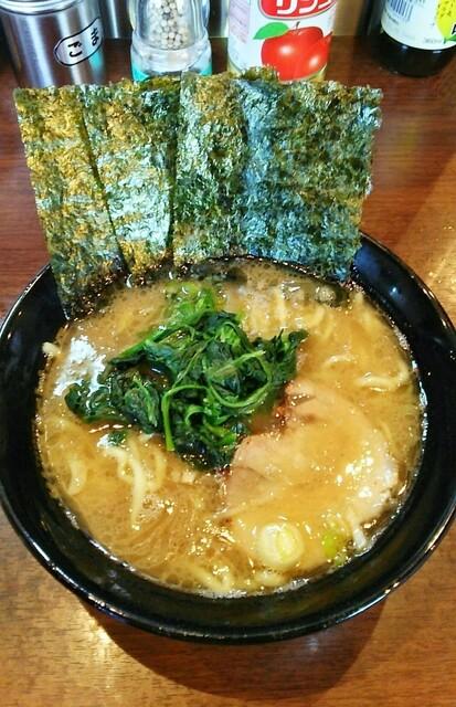 金八家 - ラーメン670円麺硬め。