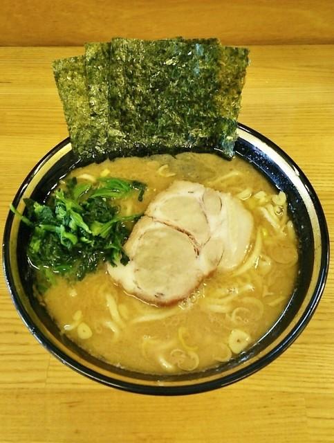 八家 - ラーメン600円麺硬め。