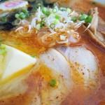 じゅんちゃんラーメン - ズバッとくる辛みではなく、じわじわっとした辛みで後に引く味わい
