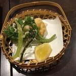 泊舟 - 胡麻豆腐と野菜の天ぷら(千寿ゆば御前)