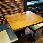 PAPA'S - テーブル席の様子