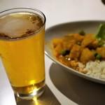 BLAKES - 缶ビール(450円)野菜カレー・コンビネーション ビーフカレー(1,100円)